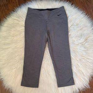 Nike legendary tights capris grey sz L dri fit